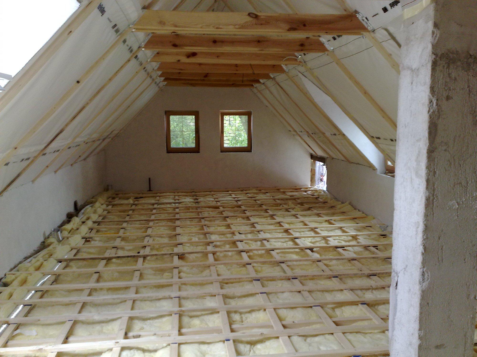 Odhlucneni dreveneho stropu