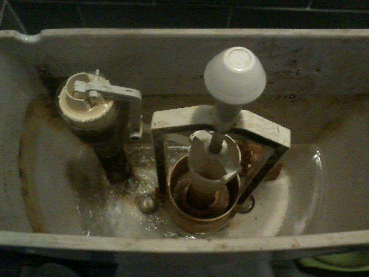 Výměna napouštěcího ventilu wc