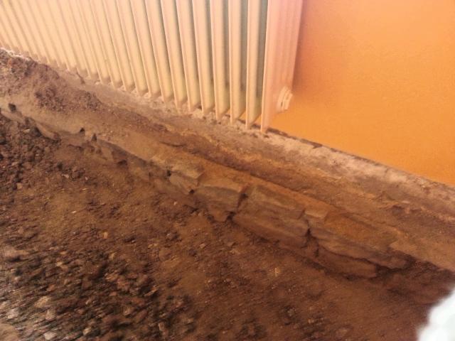 Betonová podlaha ve starém domě
