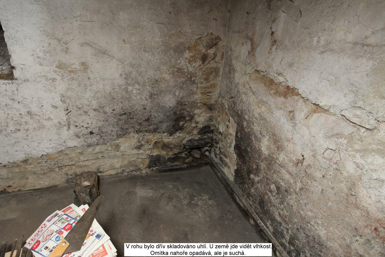 Vlhké zdi ve sklepě
